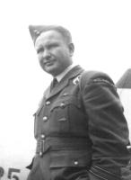 Pułkownik Piotr Łaguna, pilot lotnictwa wojskowego II RP i Polskich Sił Powietrznych