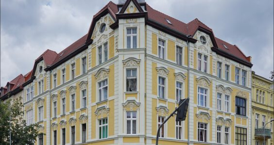 Jelenia Góra, ul. Piłsudskiego 28, ul. 1 maja 9, aleja Wojska Polskiego 44, aleja Wojska Polskiego 46 w 2012 vs. 2020