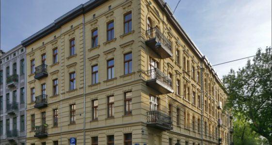 Łódź, remont kamienicy przy ul. Włókienniczej 12, kamienica przy 1 maja 8