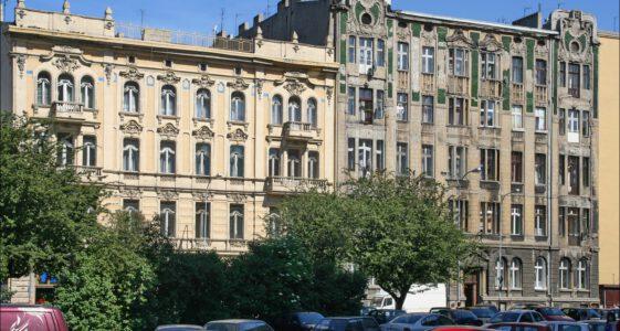 Łódź, kamienice przy ul. Narutowicza 16 i ul. Sienkiewicza 6 w 2005 i 2019 roku.