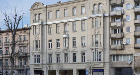 Łódź, kamienica przy ul. Nawrot 4 w 2020 i 2021