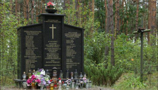 Grabów nad Pilicą , Czerwonka, pomnik ku czci zamordowanych w 1943 r.