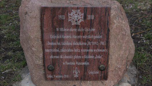 Grójec, Park Jordanowski. Kamień poświęcony Ludwikowi Michalskiemu
