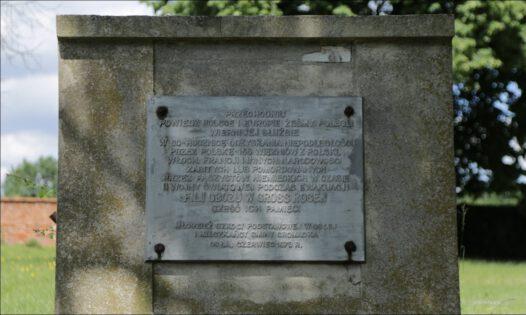 Osła, cmentarz przy kościele, pomnik ofiar AL Aslau filii obozu Gross-Rosen