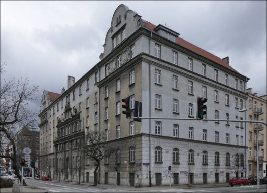 Warszawa ul. Sierakowskiego 7, Dawny Żydowski Dom Akademicki, potem siedziba NKWD, a następnie przez Wojewódzki Urząd Bezpieczeństwa Publicznego