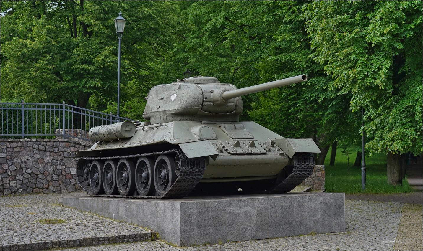 Wejherowo, ul. Strzelecka 8, czołg T-34-85 I Brygady Pancernej Wojska Polskiego