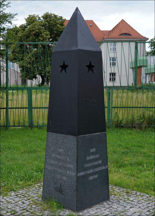 Chełmża. Mogiła żołnierzy Armii Czerwonej na byłym cmentarzu ewangelickim