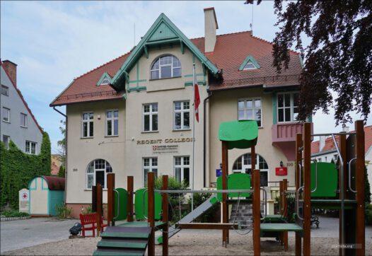 Elbląg, ul. Królewiecka 100, były Powiatowy Urząd Bezpieczeństwa Publicznego