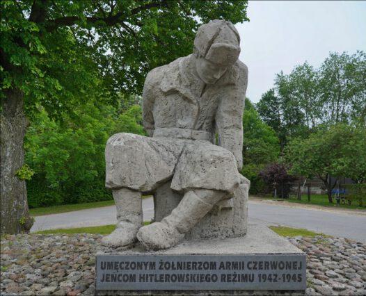 Starzyński Dwór, Długa, pomnik żołnierza Armii Czerwonej