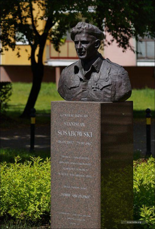 Lębork, ul. Armii Krajowej. Pomnik generała Stanisława Sosabowskiego