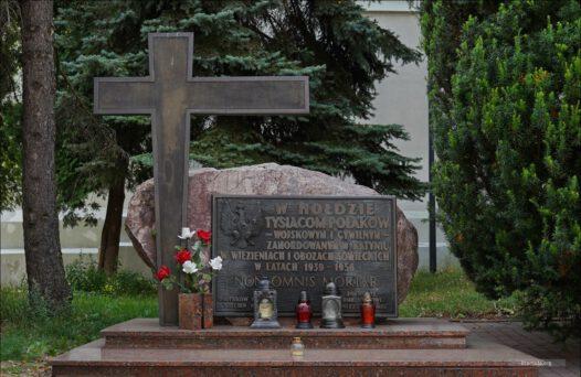 Piotrków Trybunalski, pomnik ku pamięci Polaków ofiar sowieckich bandytów 1939-1956