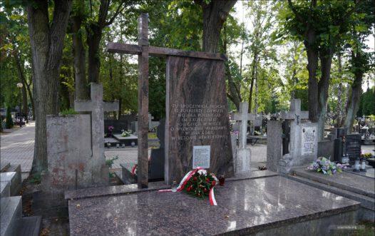 Kwatery żołnierzy I Dywizji Wojska Polskiego im. Tadeusza Kościuszki na cmentarzy przy ul. Grzybowej w Warszawie.
