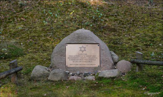 Mogiła ofiar niemieckiego obozu pracy w Nartach