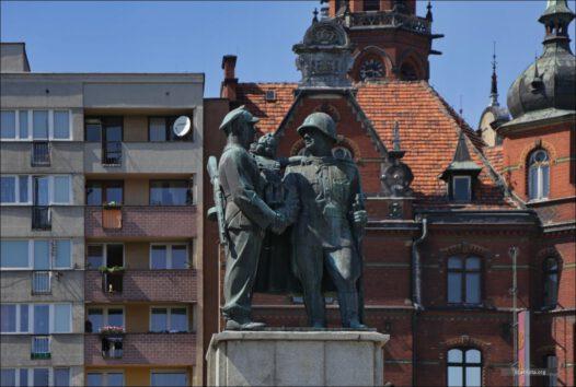 Legnica, Plac Słowiański, Pomnik Polsko-Radzieckiego Braterstwa Broni