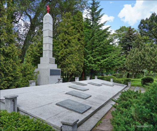 Tczew, Cmentarz-pomnik żołnierzy Armii Radzieckiej poległych w walkach o Tczew i na ziemi tczewskiej w lutym i marcu 1945 roku.
