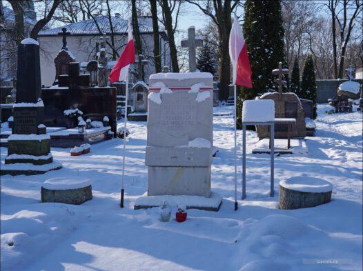 Warszawa, przy Cerkwi św. Jana Klimaka, Cmentarz Prawosławny, miejsce spalenia 1500 mieszkańców Woli