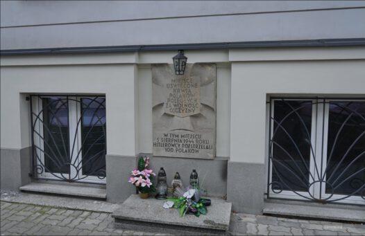 Warszawa, ul. Skolimowska 5, miejsce masakry ludności Warszawy w 1944 r.