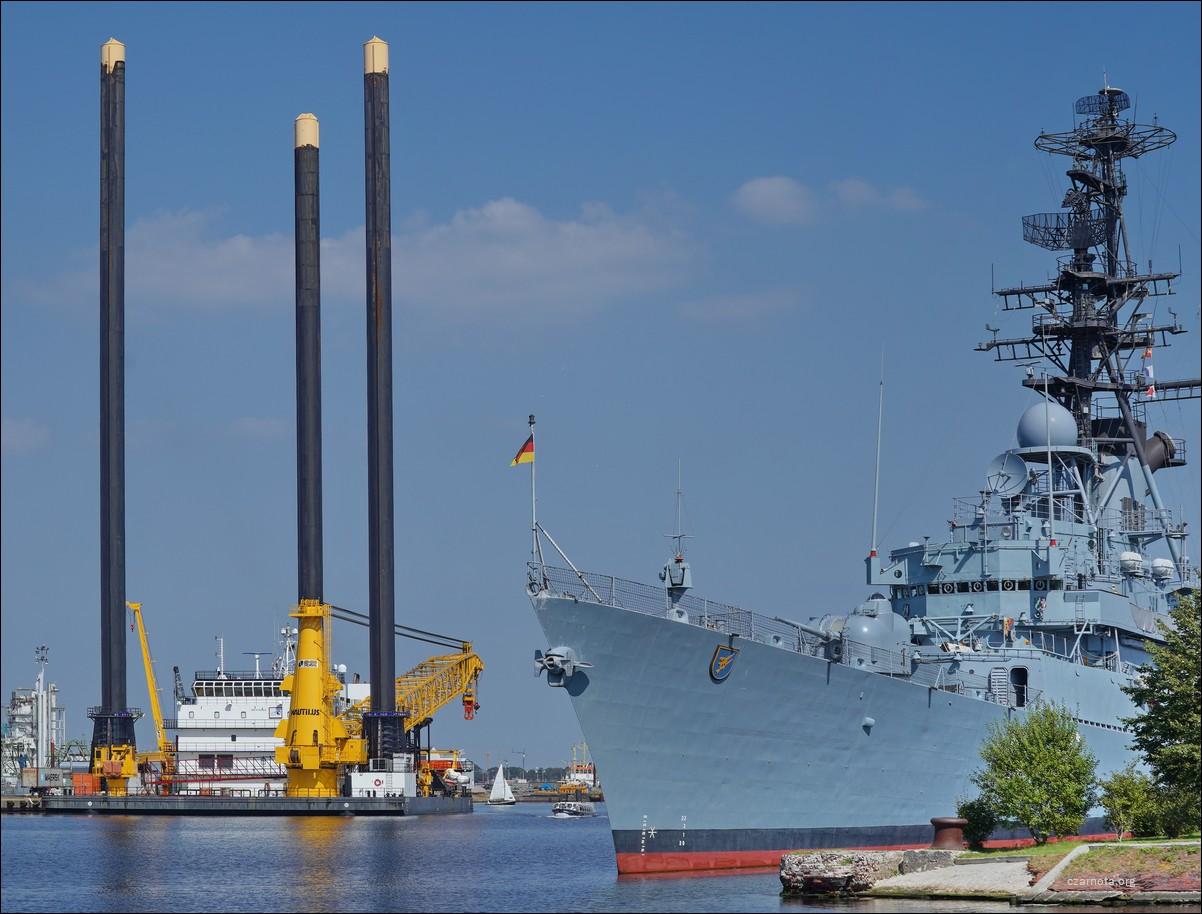 Niemcy, Wilhelmshaven, platforma/statek LB JILL do budowy platform naftowych